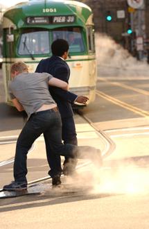 otobüs geliyor, kaçın.