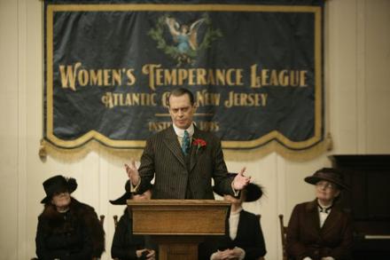 Enoch 'Nucky' Thompson - 1. sezon 1. bölümden bir görüntü.