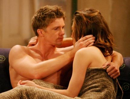 Thad Luckinbill ve gerçek hayattaki karısı Amelia Heinle ile birlkite  diziden bir sahne