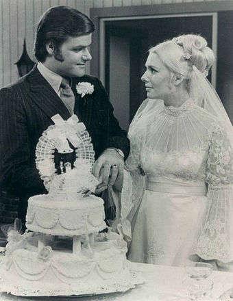 Another World'ün 1971 senesinden Steve ve Alice'in evlilik sahnesi