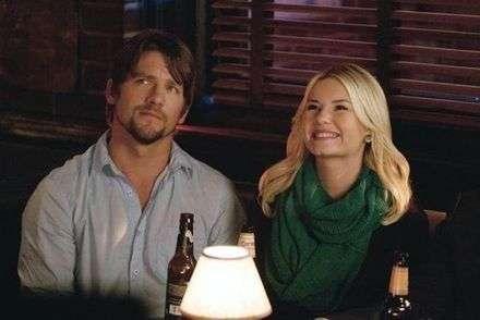 Evliliğin eşiğinden dönen Dave (Zachary Knighton) ve Alex (Elisha Cuthbert)