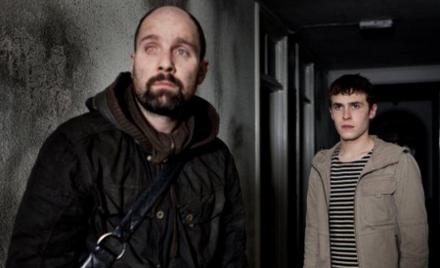 Neil (Johnny Harris) ve Paul (Iain De Caestecker)