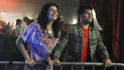 Dizinin en sempatik karakterlerinden Penny (Casey Wilson) ve Max (Adam Pally)