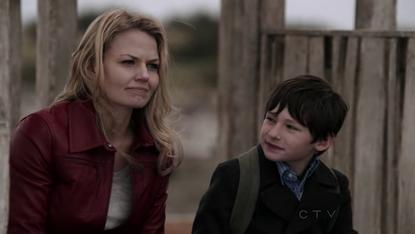 Emma (Jennifer Morrison ve Henry (Jared Gilmore)