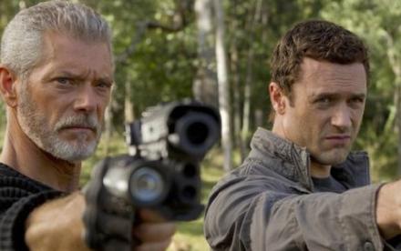 Jim (Jason O'Mara) ve Komutan Nathaniel (Stephen Lang)