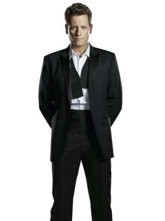 Andrew (Ioan Gruffudd)